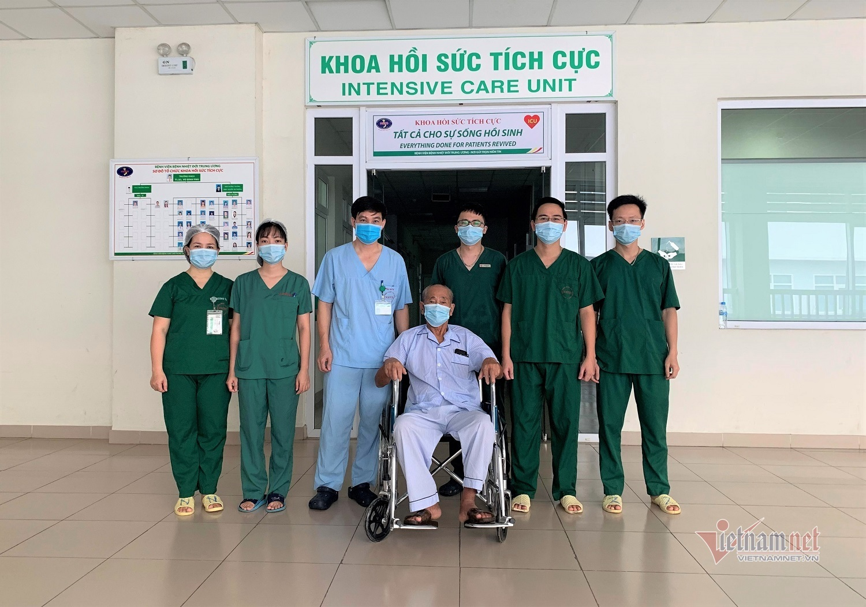 Hai bệnh nhân Covid-19 nặng nhất miền Bắc giai đoạn mới xuất viện