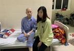 Biến dạng khuôn mặt do ung thư, nữ sinh mặc cảm không dám đến trường