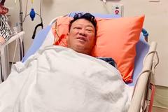 Nhạc sĩ Lê Quang nhập viện chờ mổ nghẽn mạch máu ở đầu
