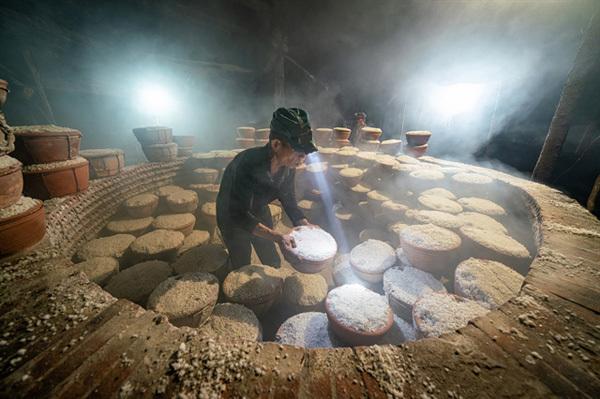 Photos portrayinghardship of salt workers winHeritage Journey contest