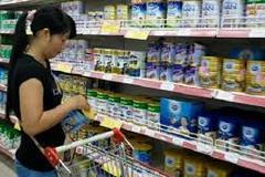 Sữa xách tay - giá cả bát nháo, chất lượng khó lường
