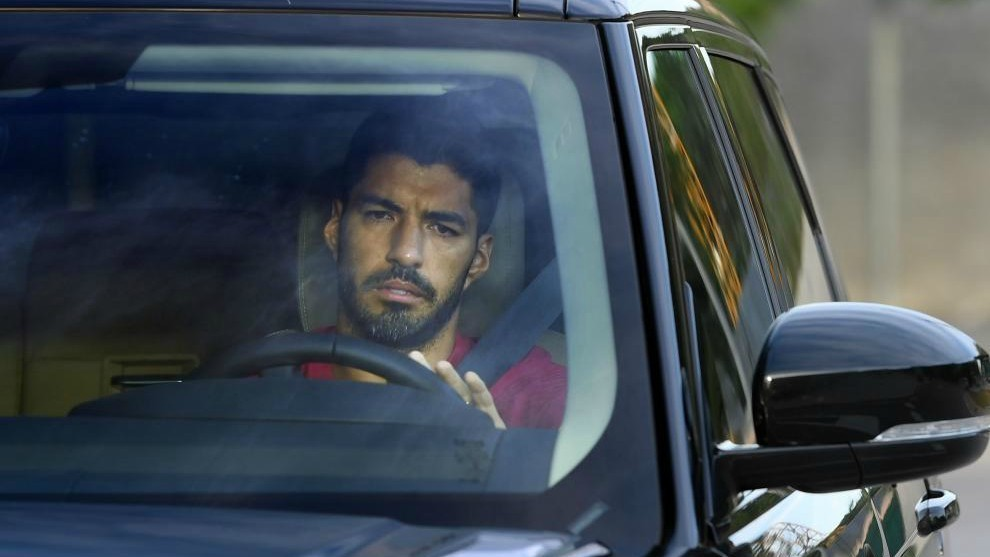 Lộ diện 4 đội bóng Barca 'cấm' Luis Suarez, MU dẫn đầu