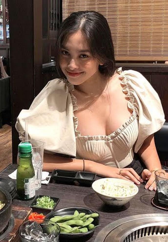Thu Minh diện đồ hiệu đi ăn tiệc đón tuổi 43