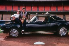 Loạt xe hơi nổi tiếng trong phim bán đấu giá thu bộn tiền