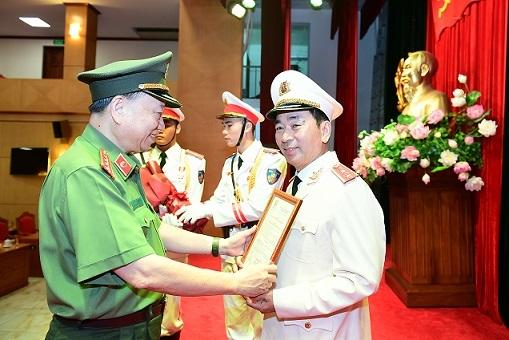 Thứ trưởng Bộ Công an Trần Quốc Tỏ được thăng cấp bậc hàm