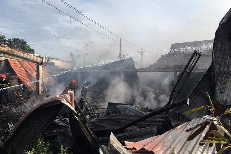 """'Bà hỏa"""" thiêu rụi cửa hàng tạp hóa ở Khánh Hòa"""