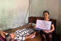 Trao hơn 62 triệu đồng tới góa phụ nghèo chăm con liệt giường