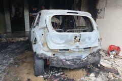 Sạc xe điện gây cháy, thiêu rụi cả ô tô
