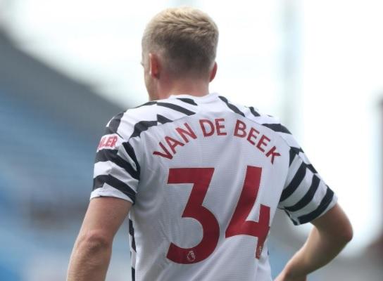 MU hứng gạch đá, sự thật buồn Van de Beek