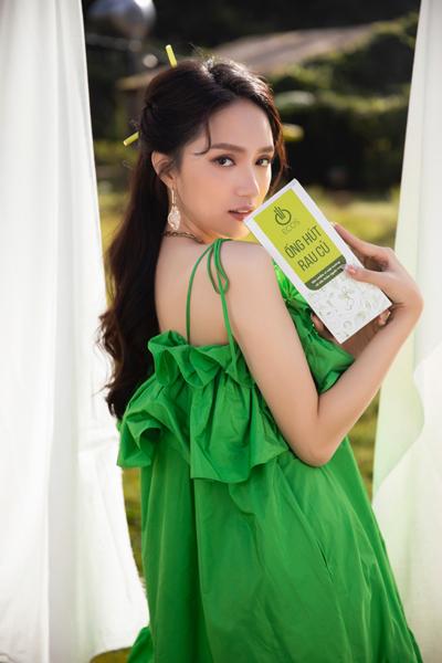 'Gái quê' Hương Giang khoe sắc ngọt ngào ủng hộ nông sản Việt