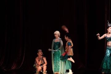 70 người tham gia vở vũ kịch 'Chiến dịch giải cứu trái đất'