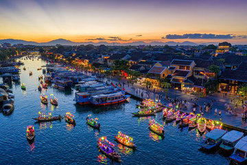 Photos of Vietnamese tourism on display