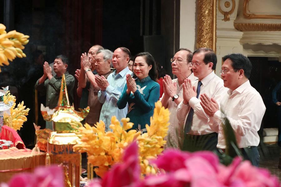 NSND Tự Long hát Chèo trong lễ giỗ Tổ sân khấu
