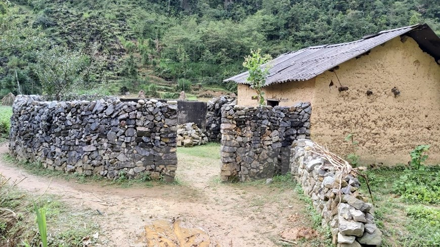 H'mong people,vietnam ethnic group,rock house,vietnam architecture