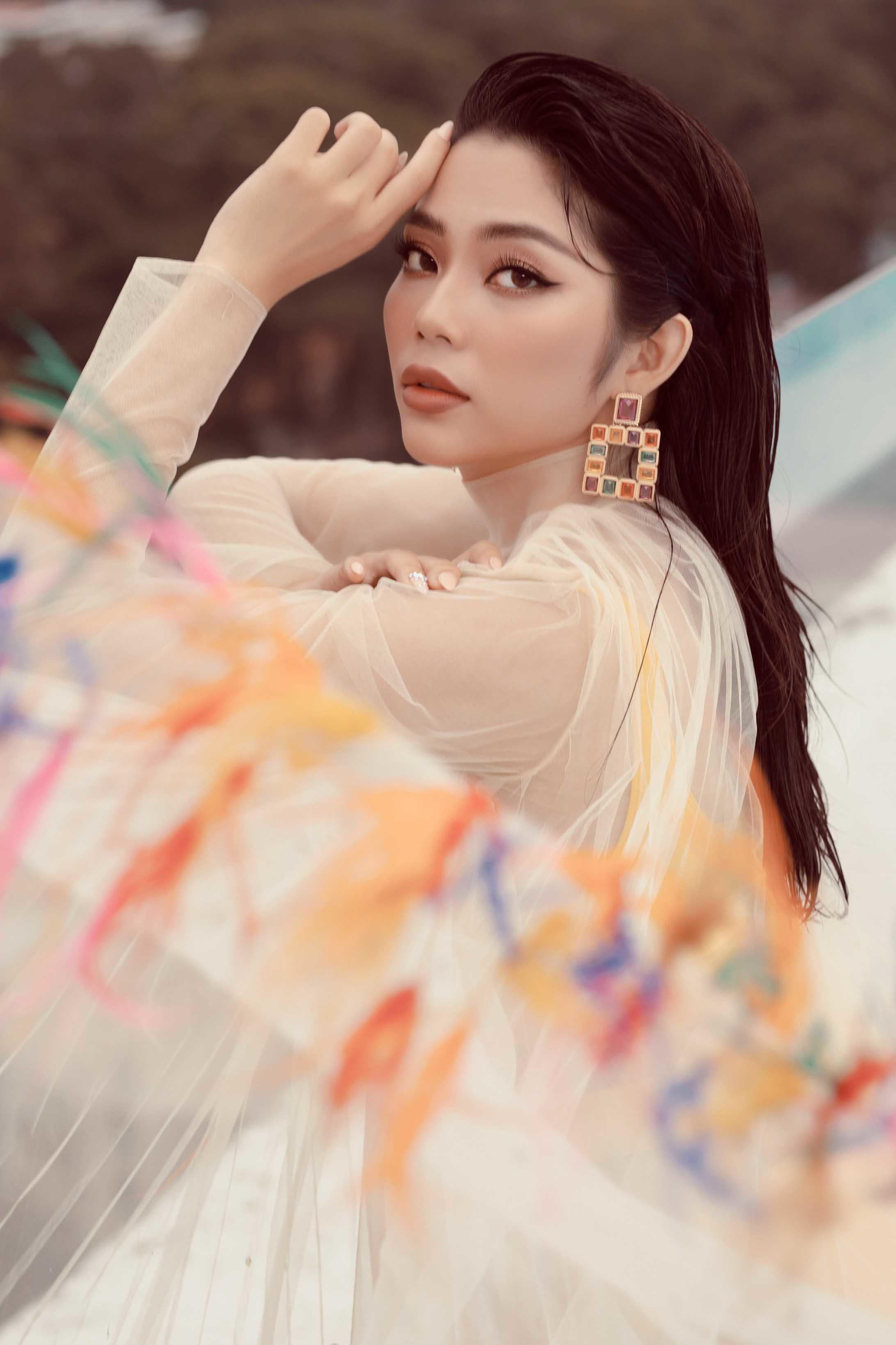 Người đẹp Lâm Thu Hồng mừng tuổi 25 với bộ ảnh nóng bỏng