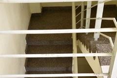 Rơi lan can từ tầng 3 chung cư, bé trai 20 tháng tuổi nguy kịch