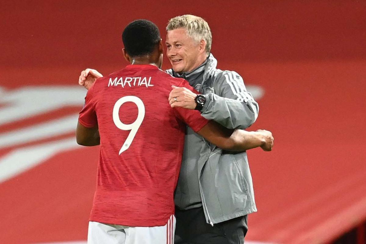MU 'săn' 3 điểm: Bay cao lên, Martial!