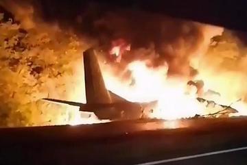 Rơi máy bay ở Ukraina, hàng chục người chết