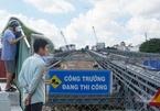 Cầu thép gần 80 tỷ, ngày ngày người dân tới chụp hình trông ngóng