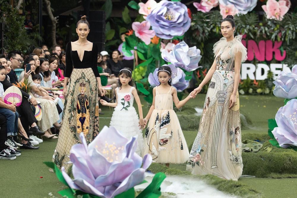 Chị em Cẩm Ly - Minh Tuyết diễn thời trang