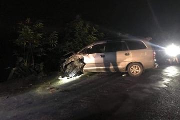 Ô tô mất lái đâm 4 xe máy ngược chiều làm9 người bị thương