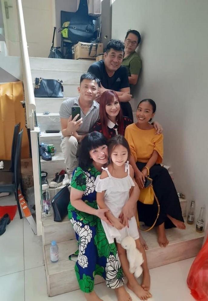 Đông Nhi - Ông Cao Thắng tình tứ hạnh phúc bên nhau