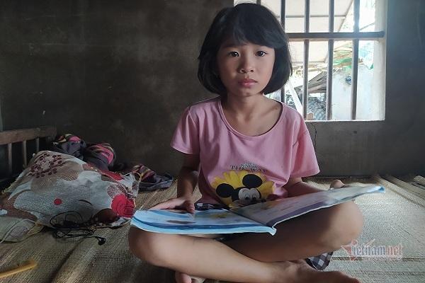 Thương bé gái mồ côi cha mẹ chỉ ước mơ có áo mới, có bàn học tập