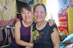 Con dâu xin mẹ đẻ bán đất lấy tiền chữa bệnh cho mẹ chồng