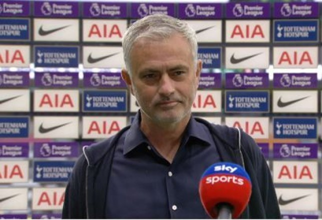 Mourinho đáp trả cực gắt MU và Solskjaer