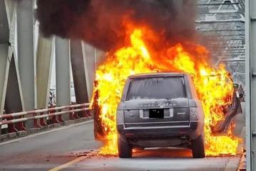 Cách xử lý nhanh gọn khi xe có dấu hiệu bốc cháy