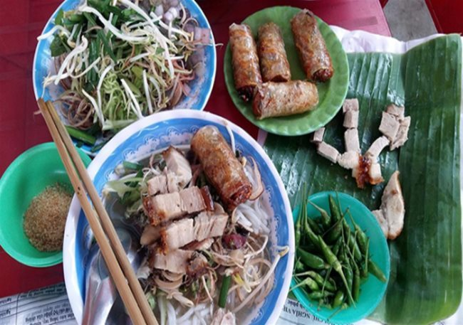 A popular version of the Delta's rice vermicelli soup