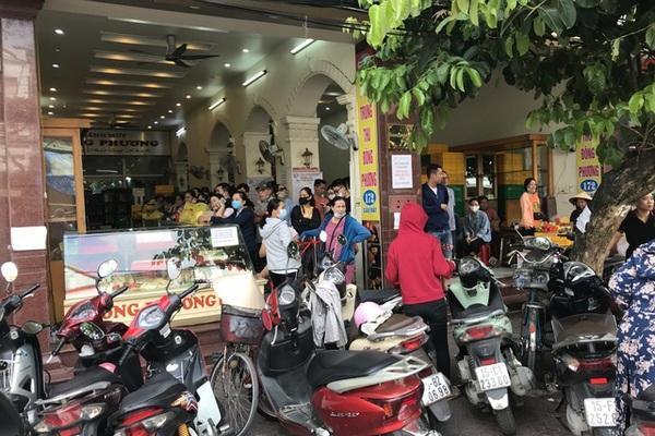 Dân Thủ đô dậy từ 5 giờ sáng, bắt tàu hỏa đi Hải Phòng mua bánh trung thu