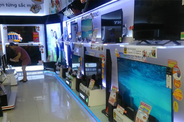 Ti vi, tủ lạnh đại hạ giá: Khách vắng hoe, siêu thị ôm núi hàng tồn kho