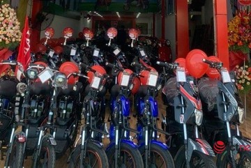 How are electric bikes and motorbikes smuggled into Vietnam?
