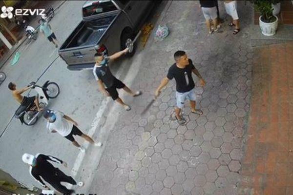 30 côn đồ vác kiếm đến nhà dân gây náo loạn khu phố