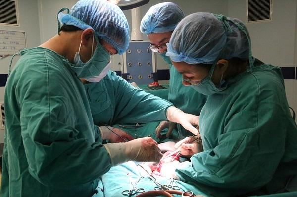Người phụ nữ cùng lúc có khối u nang buồng trứng và u xơ tử cung 'khủng'