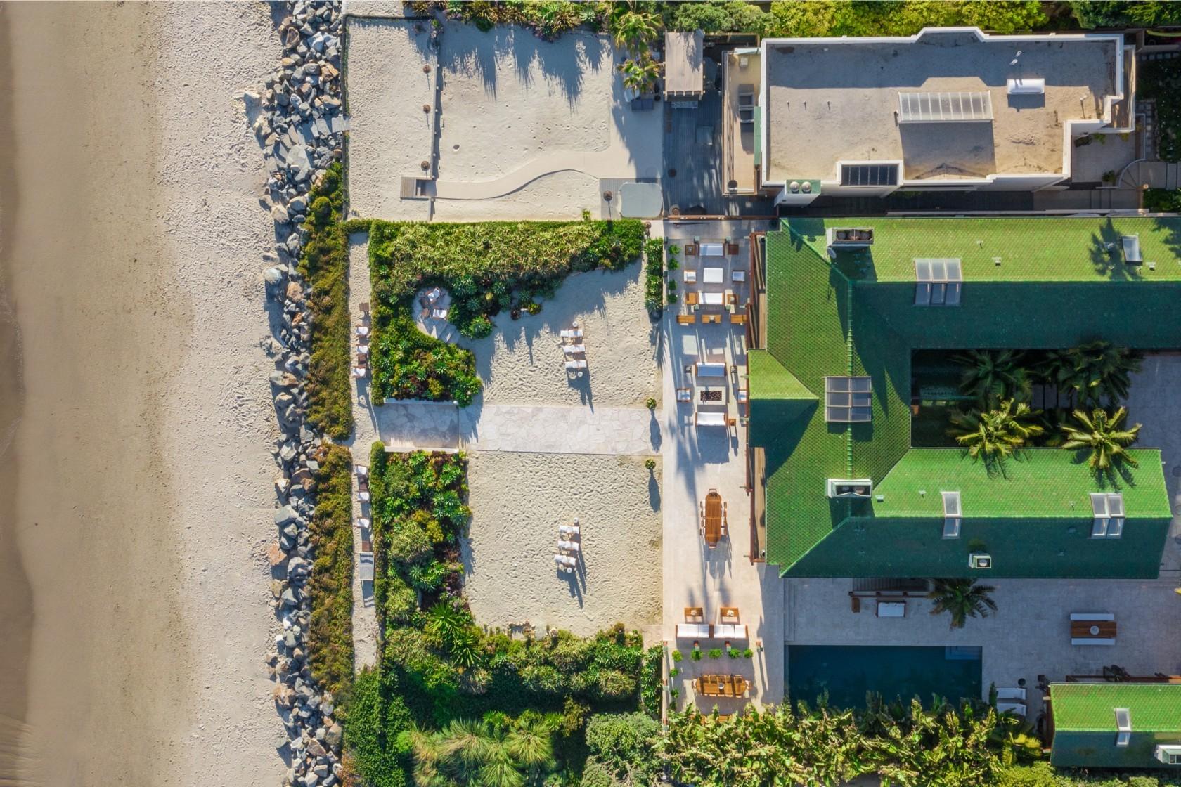 Điệp viên 007 rao bán dinh thự như resort 5 sao giá 2400 tỷ