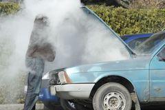 Hiện tượng quá nhiệt trên ô tô: Hãy làm ngay những điều này để không nhận 'quả đắng'