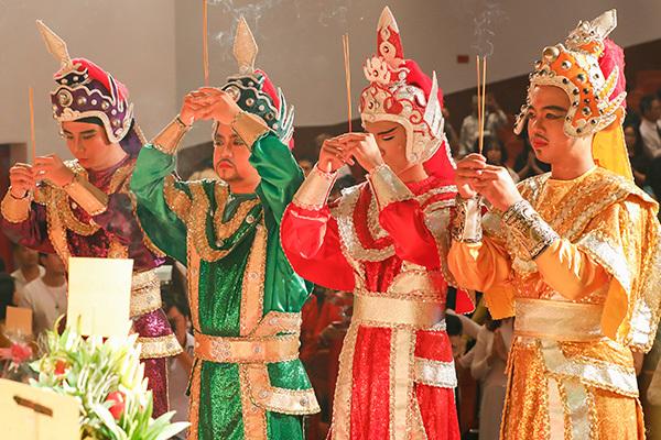 Trịnh Kim Chi tổ chức lễ giỗ Tổ sân khấu long trọng