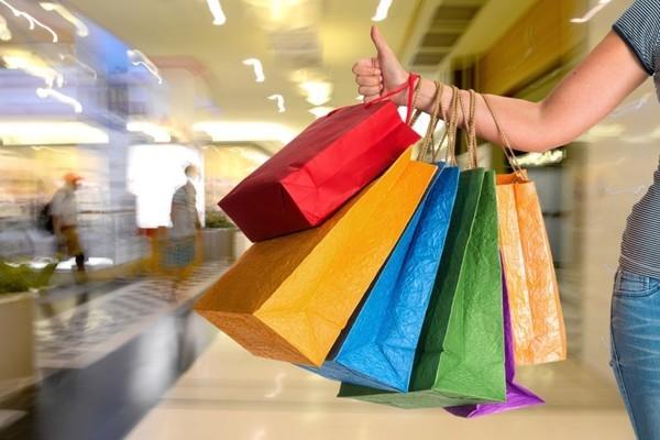 Bán hàng xách tay có thể bị phạt đến 200 triệu đồng