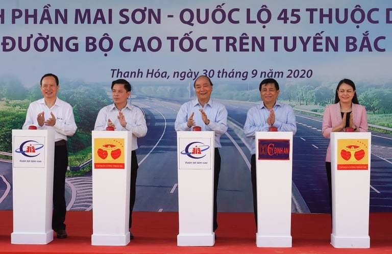 Thủ tướng Nguyễn Xuân Phúc phát lệnh khởi công dự án cao tốc Bắc-Nam