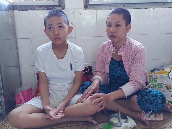 Mẹ nghèo khẩn cầu xin giúp con trai được 'về đích'