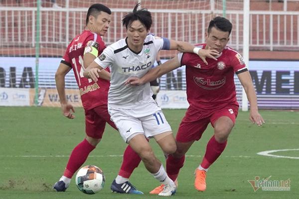 Vòng 13 V-League: Công Phượng bị 'cấm', Quang Hải trở lại