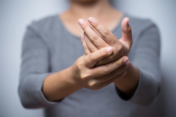 Những mối nguy bệnh tật sau bàn tay lạnh giá