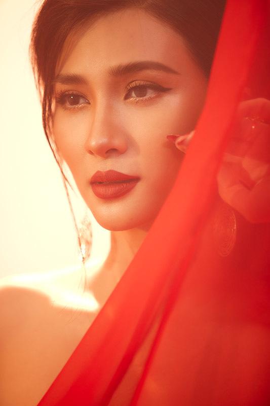 Kim Tuyến đẹp mộng mị với bộ ảnh dịp Trung thu