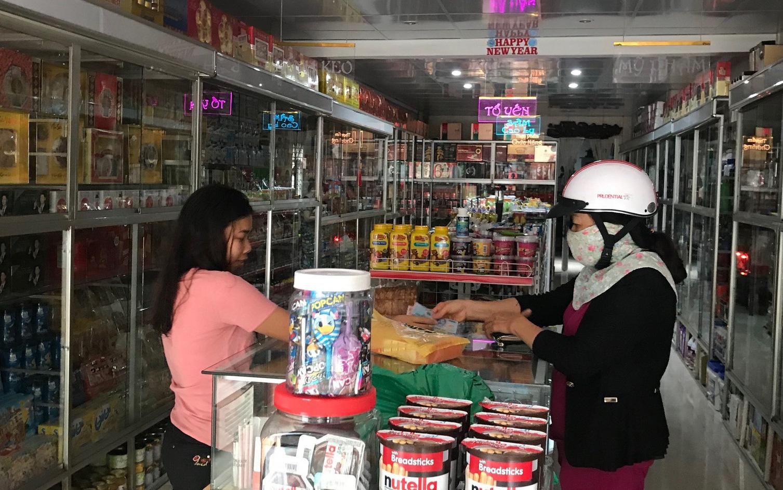 Tiểu thương 'thờ ơ', người tiêu dùng 'mơ hồ' trước thông tin buôn hàng xách tay không hóa đơn có thể bị phạt 200 triệu
