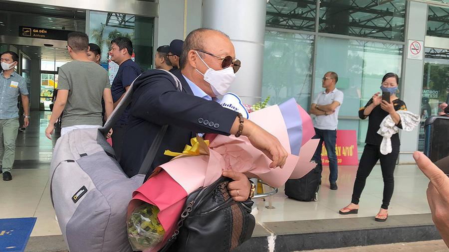 Thầy Park thăm bầu Đức, soi giò quân HAGL trong ngày sinh nhật