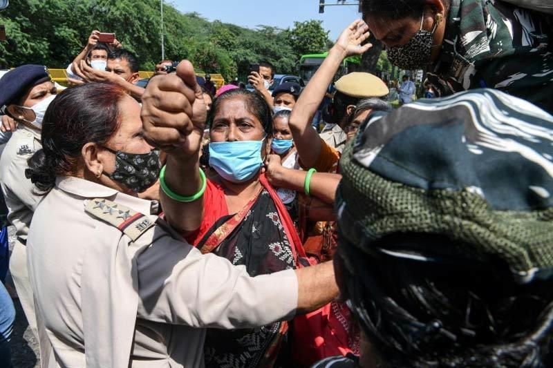 Ấn Độ chấn động vụ cô gái tử vong sau khi bị cưỡng hiếp tập thể