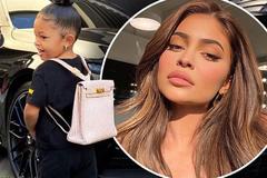 Kylie Jenner mua ba lô hàng hiệu gần 300 triệu cho con gái đi học