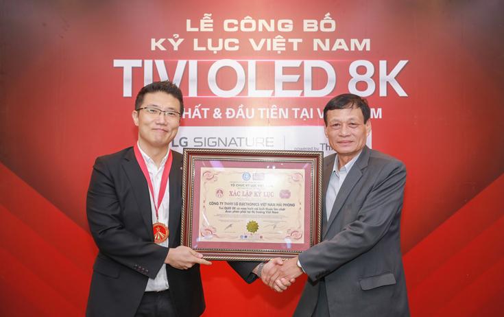 Chiếc TV 8K đầu tiên nhận kỷ lục tại Việt Nam